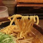 54851918 - 札幌直送の中太ちぢれ多加水玉子麺