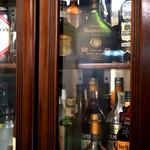 レストラン サム - 洋酒のビンがズラリ。お酒も飲めます^ ^