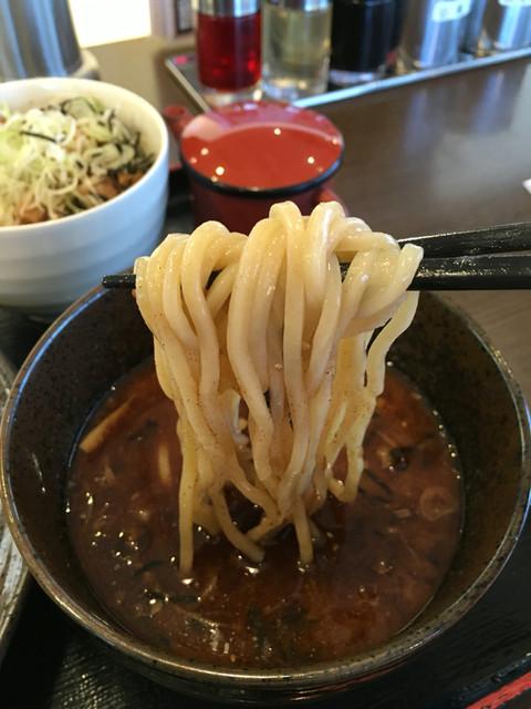 麺処田ぶし 三島店 - 麺は太麺
