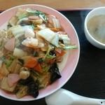 萬壽園 - 五目焼きそば。スープが付きます。