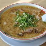 5486109 - 名物 殿そば600円 鶏ガラスープに背脂のコク旨スープ