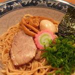 またたび餃子 - オリジナルの麺と特製のタレが、化学調味料使いまくりのものとは一線を画す味!