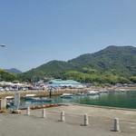 54860575 - 来島海峡急流観潮船乗り場から見た、道の駅 よしうみいきいき館
