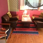 カフェ デ アゲンダ - 奥のソファ席②  ゆったりカフェ利用にいいかな