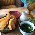 カフェ デ アゲンダ - 天丼のセット、平日は850円なんですが、お盆の為か950円でした