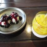 カフェ・ラ・バスティーユ - レアチーズケーキ&オレンジジュース