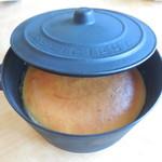 54865610 - 鍋型の入れ物におなべちゃん」