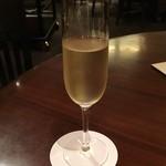 桃煌 - スパークリングワイン(グラス)