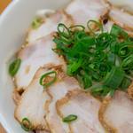 煮干麺 新橋 月と鼈 - ねぎ中華そば 並盛・肉増し・玉ねぎ増し【2016年3月】