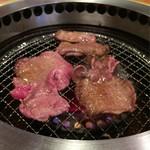 焼肉屋大平門 - 奥 熟成ハラミ  手前  牛塩タン
