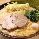 ラーメン 鶴見家 - 濃厚豚骨味噌ラーメン