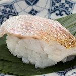寿司 さ々木 - 当店人気の二大名物「のどぐろの蒸し寿司」