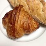 54877790 - エシレバターのクロワッサンと枝豆と桜エビのパン