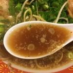 味見鶏まるめん - スープ