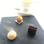 54877988 - お茶と小菓子