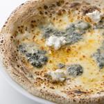 カフェ ピッツェリア ヴィオレット - クワトロ フォルマッジ\1,600