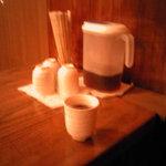 鰻・蒲焼 玄 - お茶を飲みながら待つ