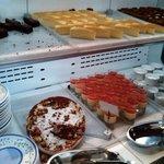 イタリアン バイキング モルトモルト - デザートコーナーです。デザートも食べ放題です♪