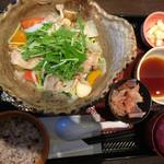 大戸屋 - 四元豚とたっぷり野菜の蒸し鍋定食