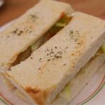 クラムカフェ - トリハムチーズサンド。