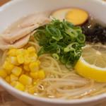 クラムカフェ - 塩レモンラーメン。夏限定かも。温かいスープ。