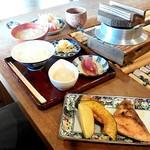 54883393 - 焼き魚(鮭のカマ)ランチ(1,000円)