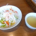 54883519 - サラダとスープ