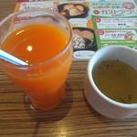 ガスト - 料理写真:野菜ジュース&カレー風味の野菜スープ(2016.8.5)