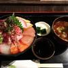 高半 - 料理写真:海鮮丼(並・夜)1300円