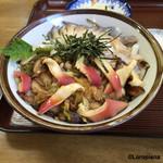 きらく亭 - 椎茸、葱とともに軽く煮込まれた湯霜造りの北寄貝