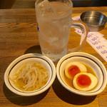立呑み処 くら - チューハイ(200円) 煮玉子(100円) もやしナムル(100円)