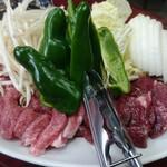 だるま - 料理写真:生ラムと生マトン
