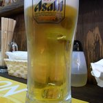ちゅら - さあ、何時ものように生ビールからのスタートです。 ここはアサヒのスーパードライです。 ぷふぁ~、美味しい!! さて、今日は何を食べようかな。