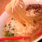 5489280 - 101020石川 支那そば屋御経塚店 炭火焼鳥麺塩 麺は意外に太いです