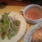 5489327 - ランチのサラダとスープ