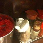 博多麺房 赤のれん - 卓上の調味料