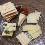 Sapporo Cheese House Mero. - 【2016/8】チーズ盛り合わせ