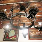 Sala Degustazione - 木の梁と陶器を使った照明