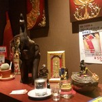 タイレストラン タニサラ - 入口付近の様子、かなりタイっぽい♪
