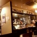 タイレストラン タニサラ - 広々とした店内です