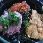 地魚食事処 さかなや - 三色丼(アップ)