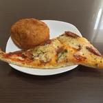 粉とクリーム - 惣菜パソはカレーかウインナーにかぎる。  カレーパソ、ピザはもちろんウインナー。  自宅にて