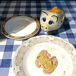 54897852 - パンを背負った豚さん登場〜♬