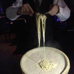 セバスチャンダイニング - チーズの上で和えるパスタ!!