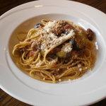 カプチーニ - ナスとトマトのスパゲッティ。