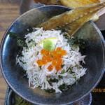 福浦漁港 みなと食堂 - ミニしらす丼
