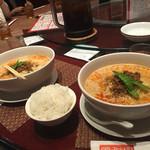 54904218 - 2016年8月。四川担々麺と白飯100円。