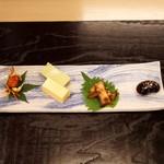 汐見 - 前菜 沢蟹の素揚げ、枝豆豆腐と玉子豆腐、蛸の柔らか煮、花豆の甘煮