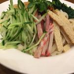 54906738 - 反対側は叉焼、干し豆腐、青菜