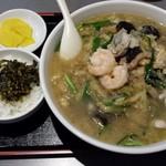 台湾小皿料理 新台北 - 白チャンポン麺